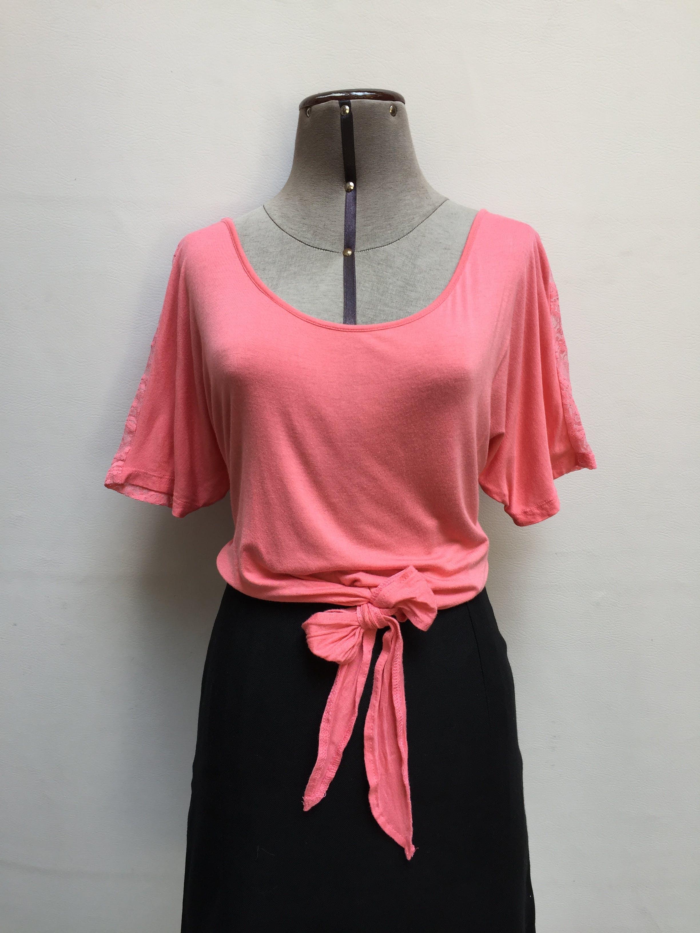Polo Kosiuko rosado, tipo algodón delantero y encaje posterior, lazo para amarrar en la basta. SALE Talla M